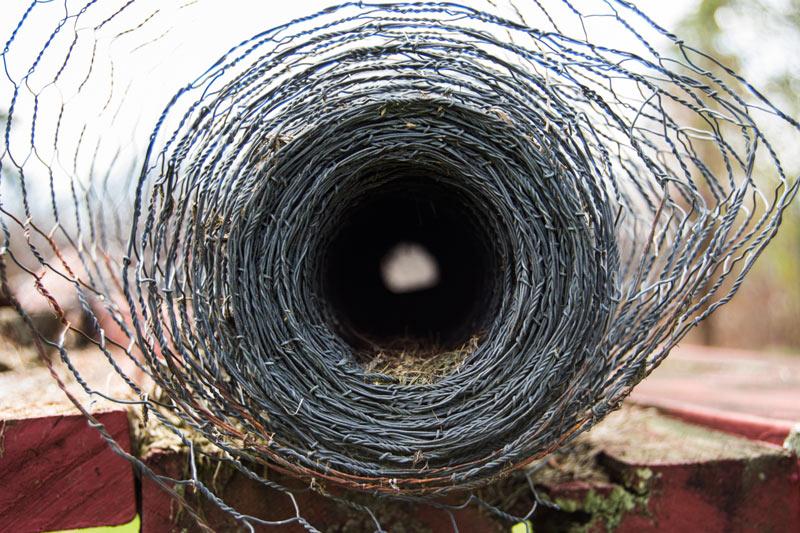 4 aspects de la pose d'une clôture métallique : le cas du grillage