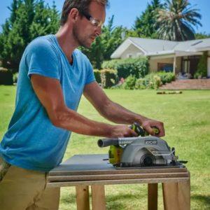 outils électroportatifs pour terrasse en bois